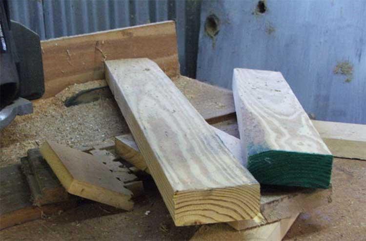 Верхняя часть колодца чаще всего делается из деревянных досок
