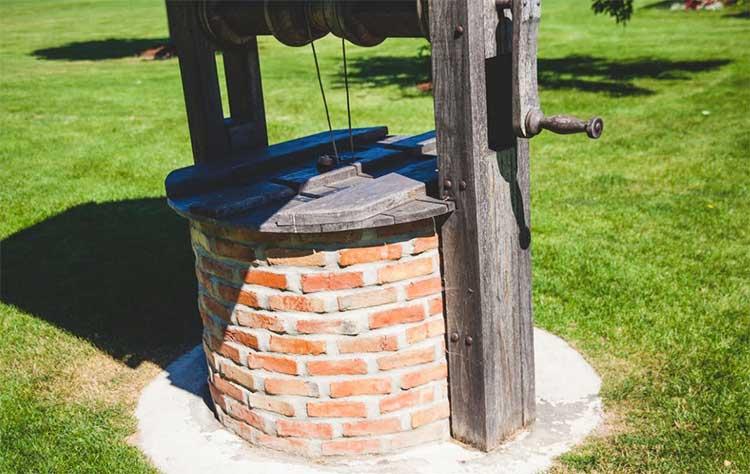 Железобетонные кольца при постройке колодца