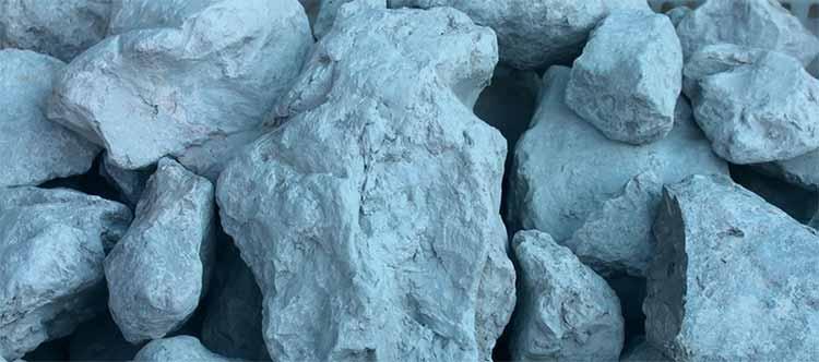 Во время рытья и создания колодца очень часто можно встретить синюю глину. При находке синей глины обратите внимание на то, как устроен ваш колодец. Несмотря на то, что может показаться, что рытье будет легким, нужно будет учесть и тип и состояние грунта.
