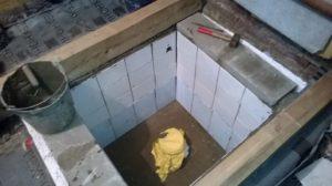 Для подъема воды используются погружные насосы